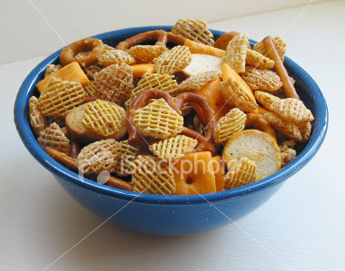 ist2_114265-small-party-mix-snack-bowl